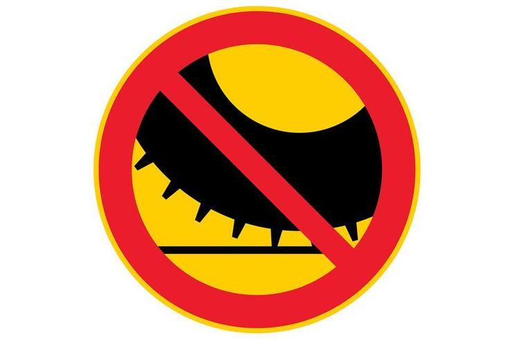 Новый дорожный знак ограничит использование шипованных шин в Финляндии