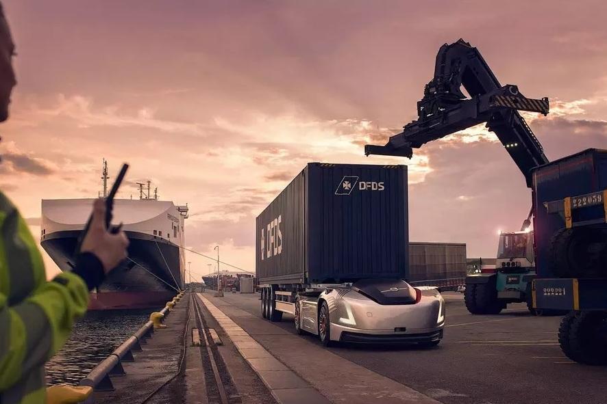 Грузовики будущего компании Volvo приступили к работе (видео)