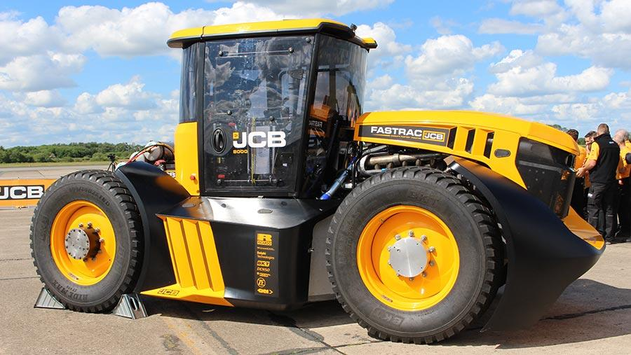 JCB Fastrac на шинах BKT Ridemax обновил британский рекорд скорости для тракторов