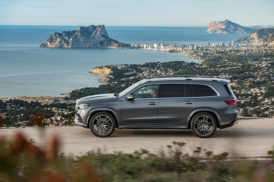 Объявлены цены в России на новый Mercedes GLS