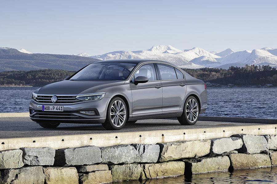 Стало известно, в каких версиях предложат в России обновленный Volkswagen Passat