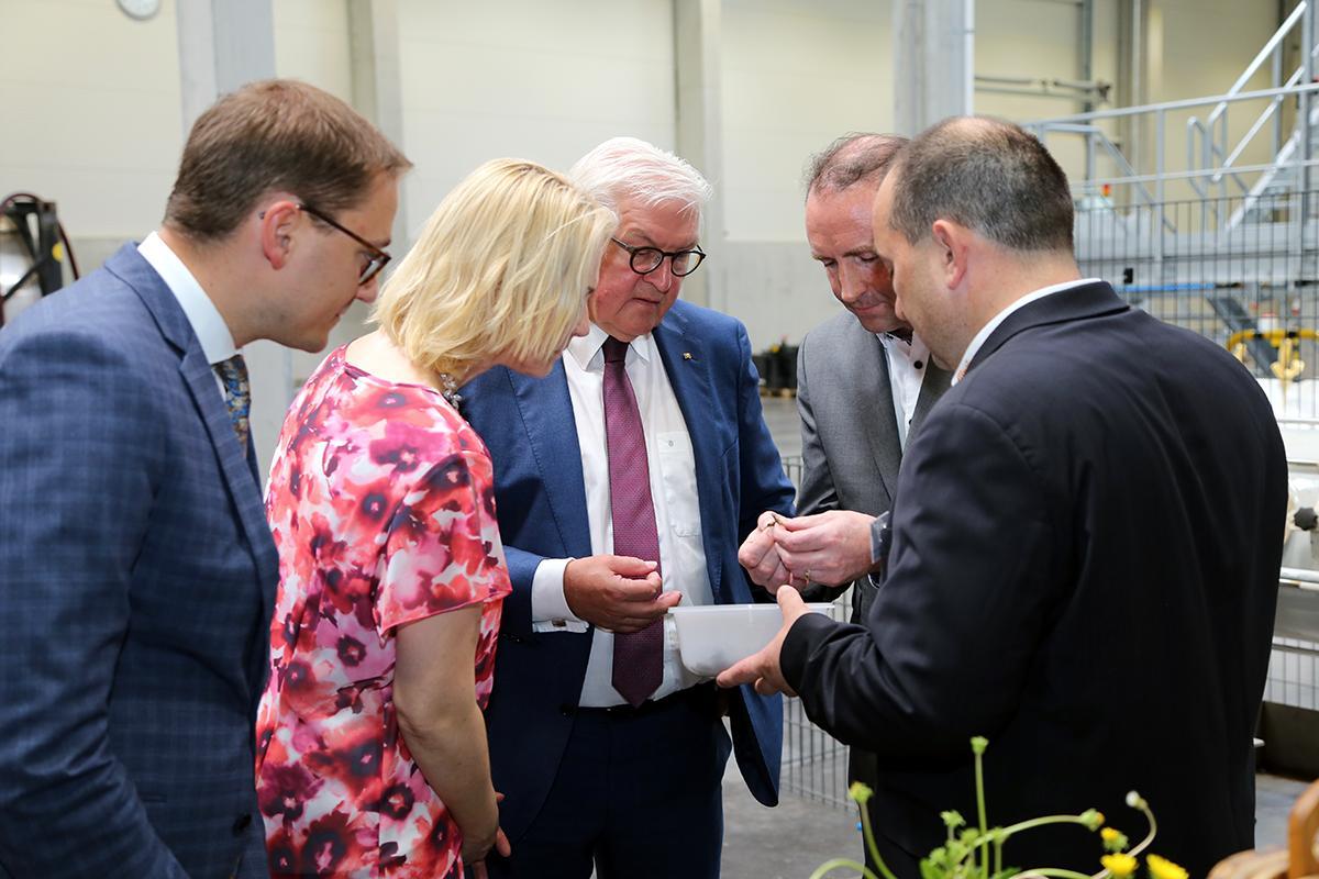 Президент Германии посетил одуванчиковую лабораторию Continental в Анкламе