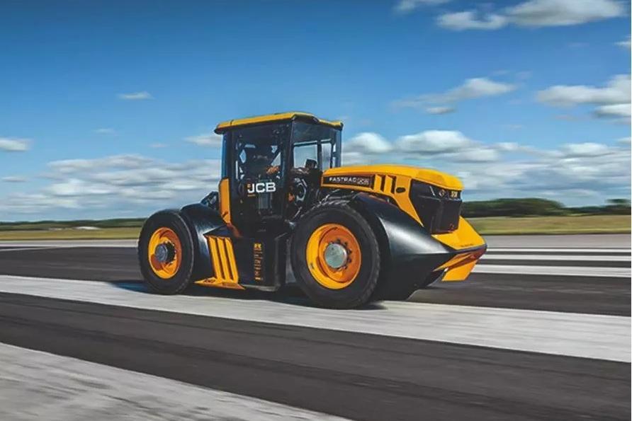 Трактор разогнали до 167 км/ч (видео)