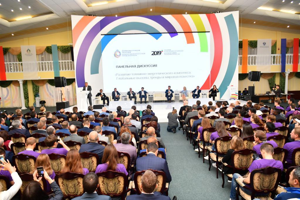 Продукцию Kama Tyres представили на нефтяном саммите в Татарстане