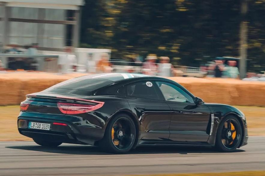 СМИ раскрыли характеристики Porsche Taycan