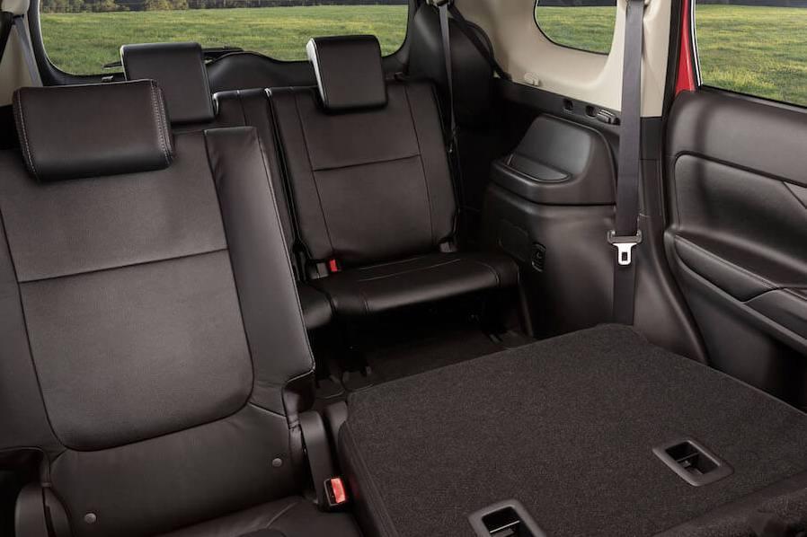 Стали известны цены на семиместный Mitsubishi Outlander