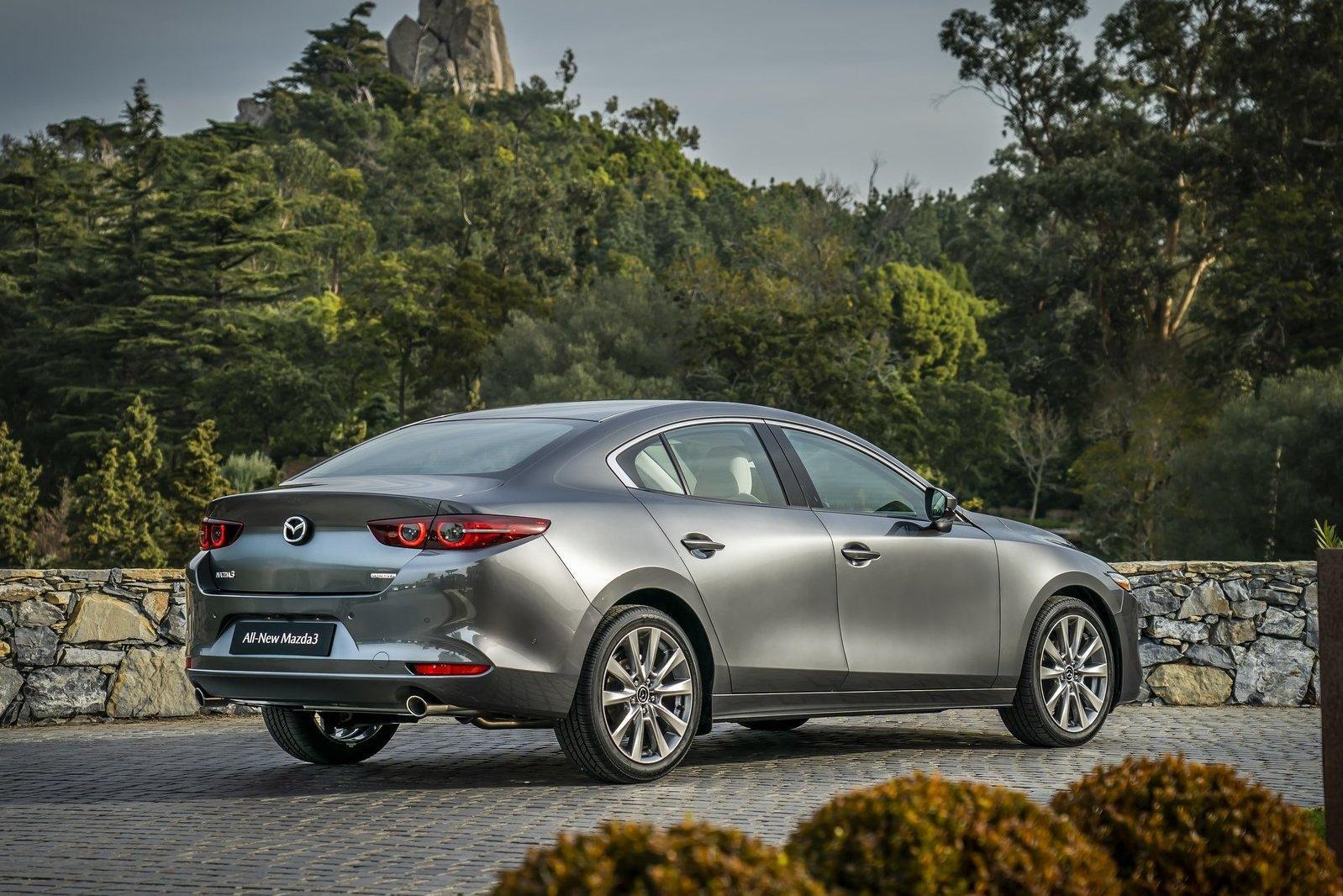 Mazda3: на нашем рынке появится и седан