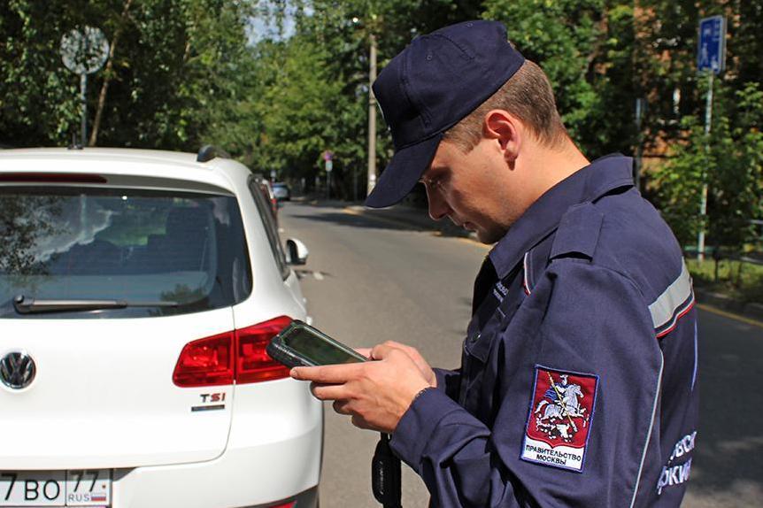 Пешим парковочным инспекторам добавили полномочий