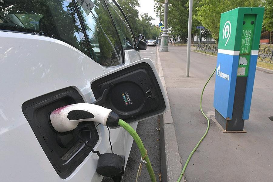 Собянин предложил освободить электромобили от транспортного налога