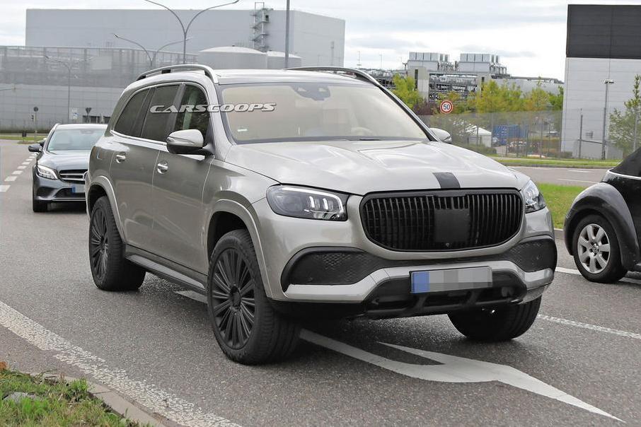 Mercedes-Maybach GLS вышел на дороги с минимальной маскировкой