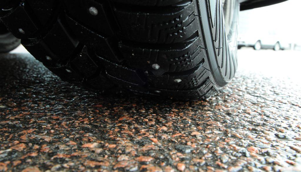 Городская управа Таллина призывает автовладельцев использовать зимой только ламельные шины