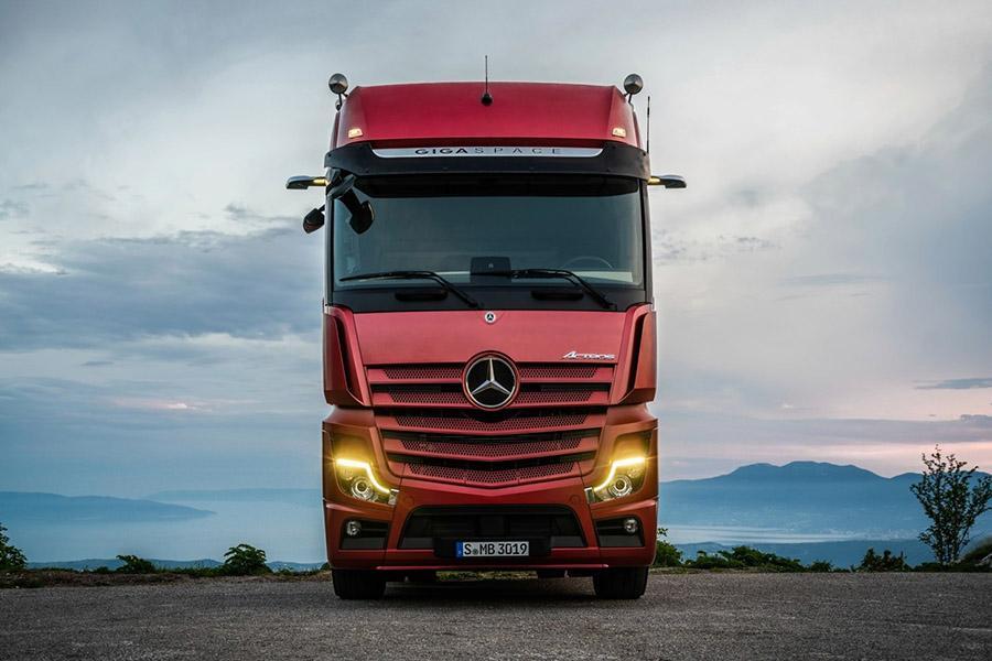 Mercedes выводит на российский рынок инновационный Actros