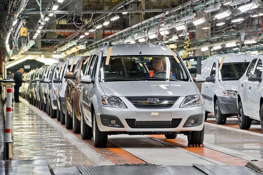 АвтоВАЗ остановил работу из-за затоваривания складов