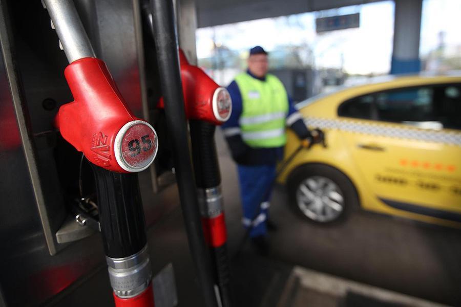 Минпромторг рассказал, как будет бороться с недоливом топлива