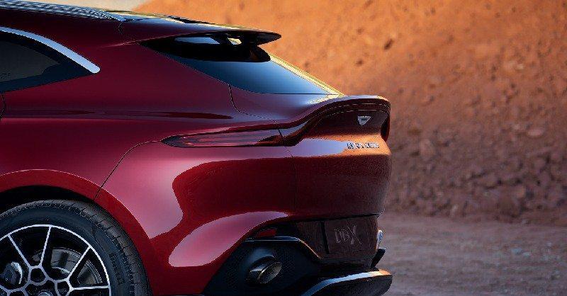В Пирелли разработали для Aston Martin DBX «обувь» на все случаи жизни