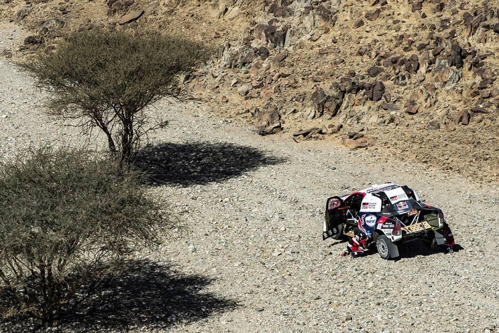 В Toyota причиной отставания от Mini на «Дакаре» считают недостаточную прочность шин