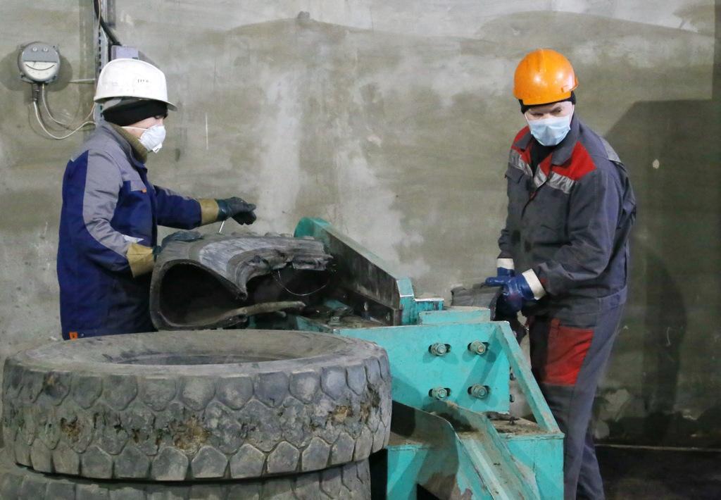 В Мирном начал работать новый производственный комплекс по переработке покрышек