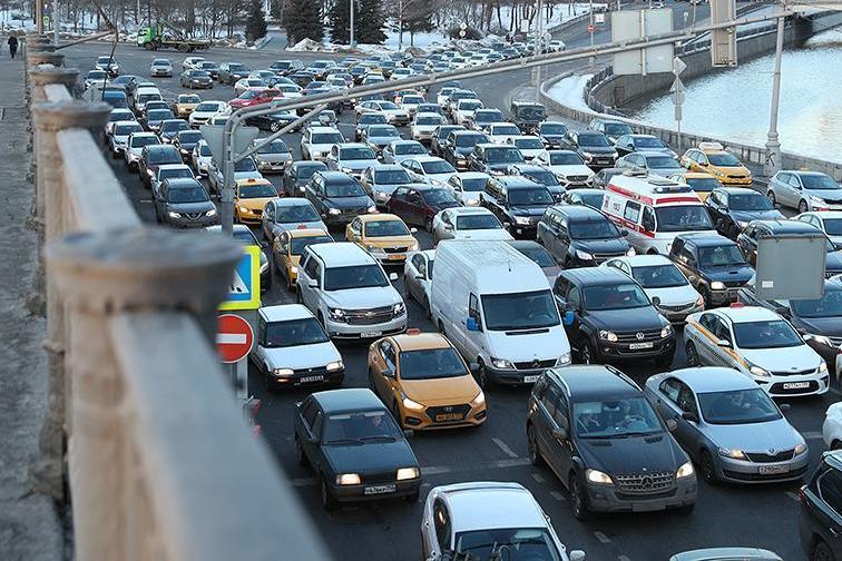Москвичи стали реже ездить на личных машинах