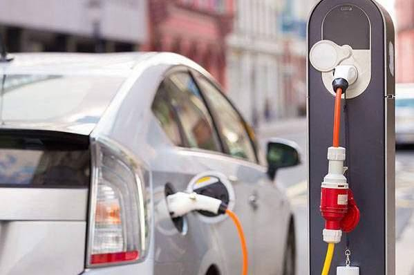 Бесконтактные зарядки для электромобилей появятся в России