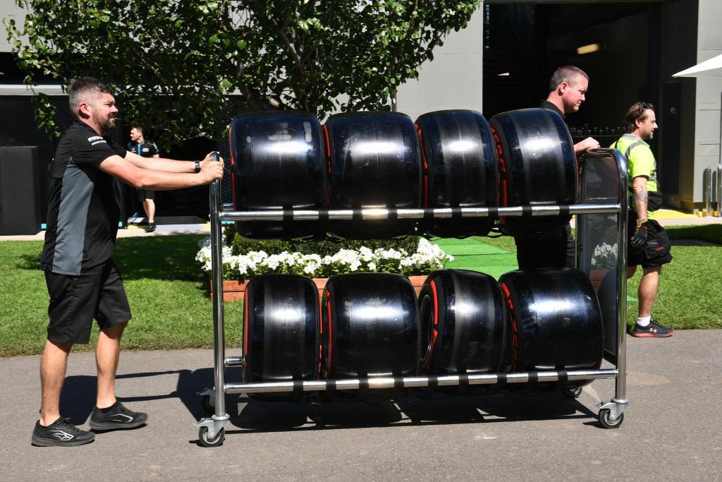 Пирелли сворачивает производство шин для Формулы-1 на неопределенный срок
