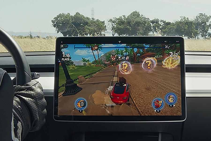 Tesla расширяет игровые возможности своих машин