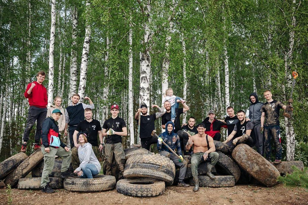 Волонтеры очищают берега Иркутского водохранилища от старых шин