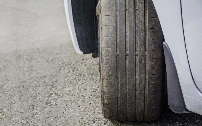 Эксперты рассказали, как выявить проблемы автомобиля по износу шин