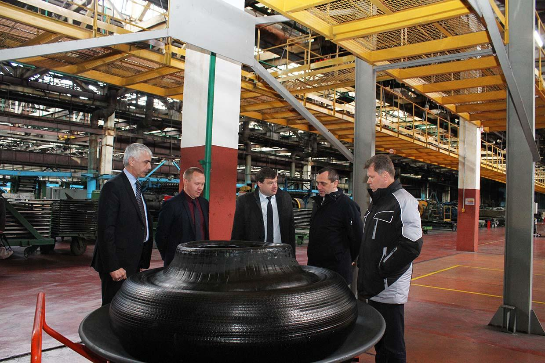 Помощник президента Беларуси побывал в гостях у бобруйских шинников