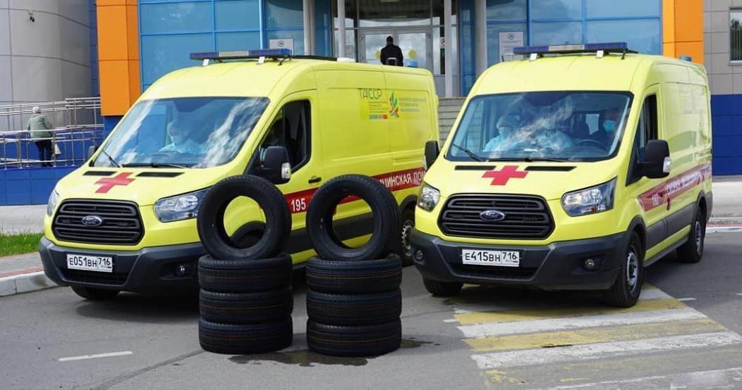 Нефтяники подарили Нижнекамской ЦРМБ шины для скорой помощи