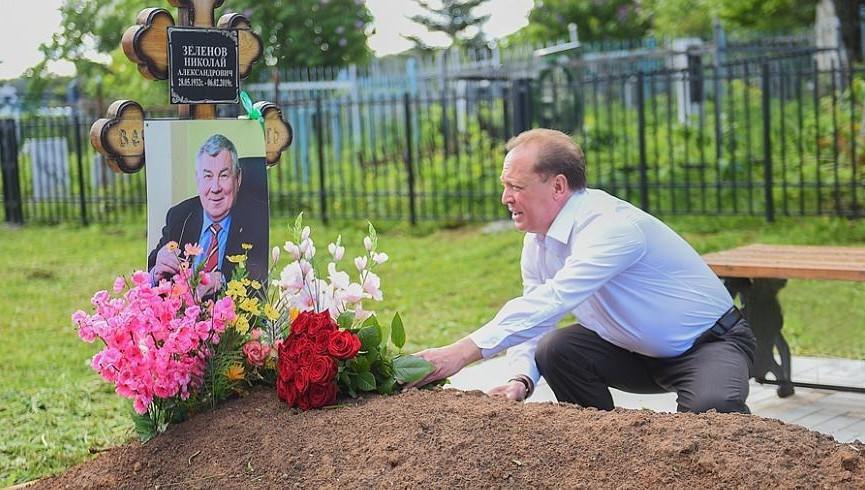 В Татарстане почтили память легендарного основателя «Нижнекамскшины»