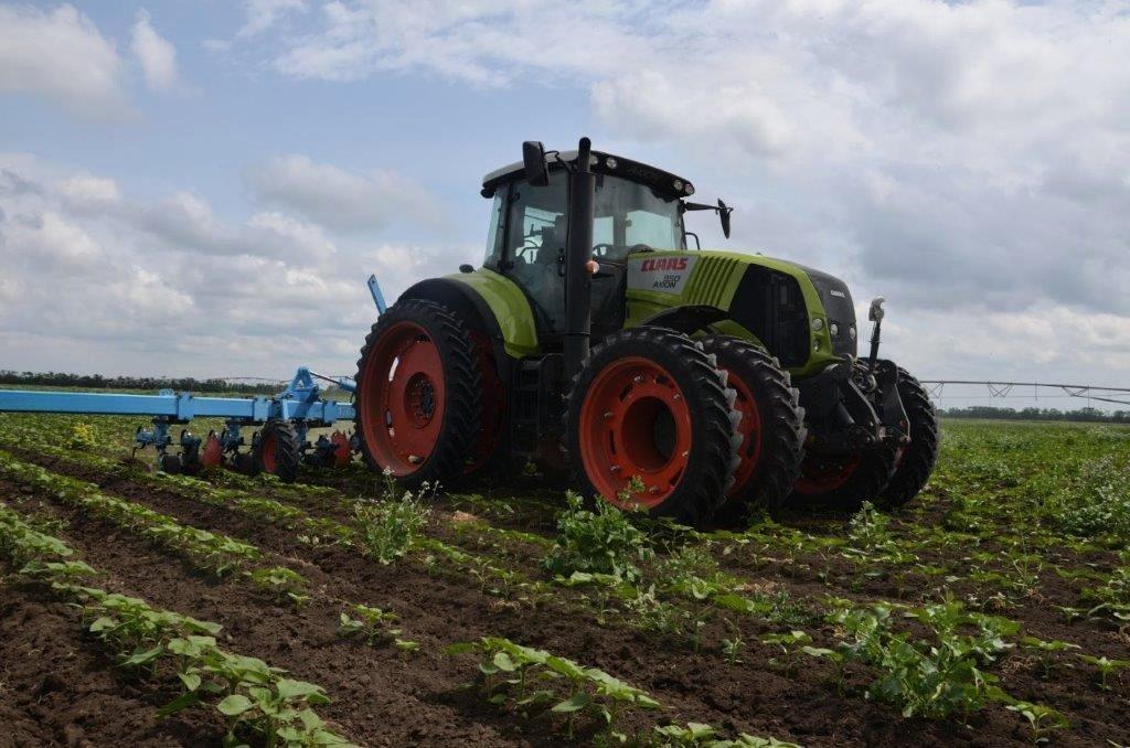 CLAAS разработала инновационную систему сдвоенных колес для работы тракторов в междурядьях