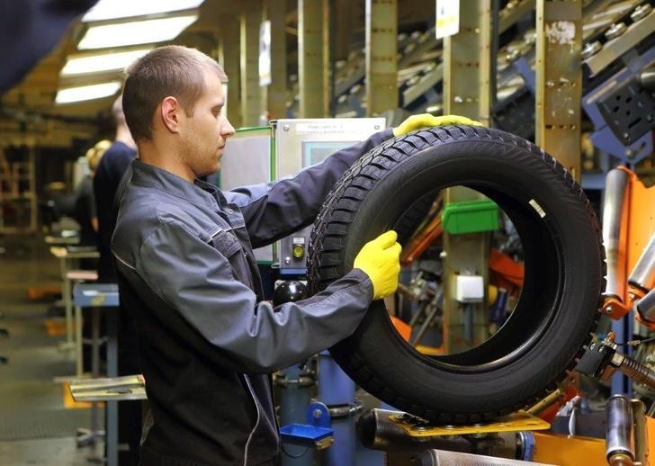 Росстат сообщает о снижении производства легковых шин в России на 17 процентов