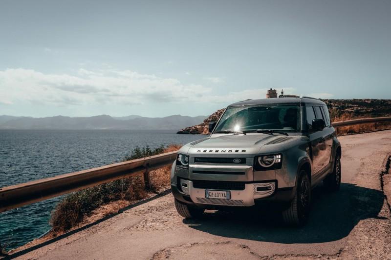 Пирелли разработала спецверсию всесезонок Scorpion Zero для нового Land Rover Defender