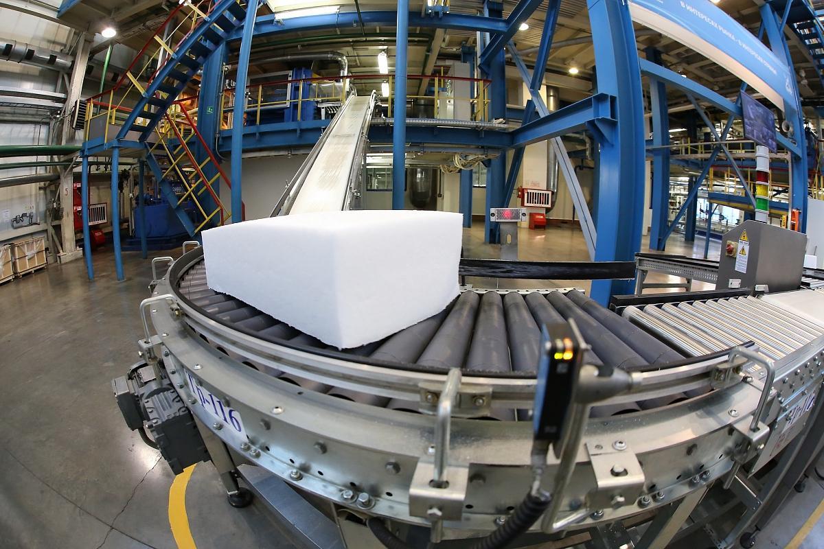 Нижнекамские нефтехимики отгрузили шинным компаниям опытные партии нового каучука СКД-777