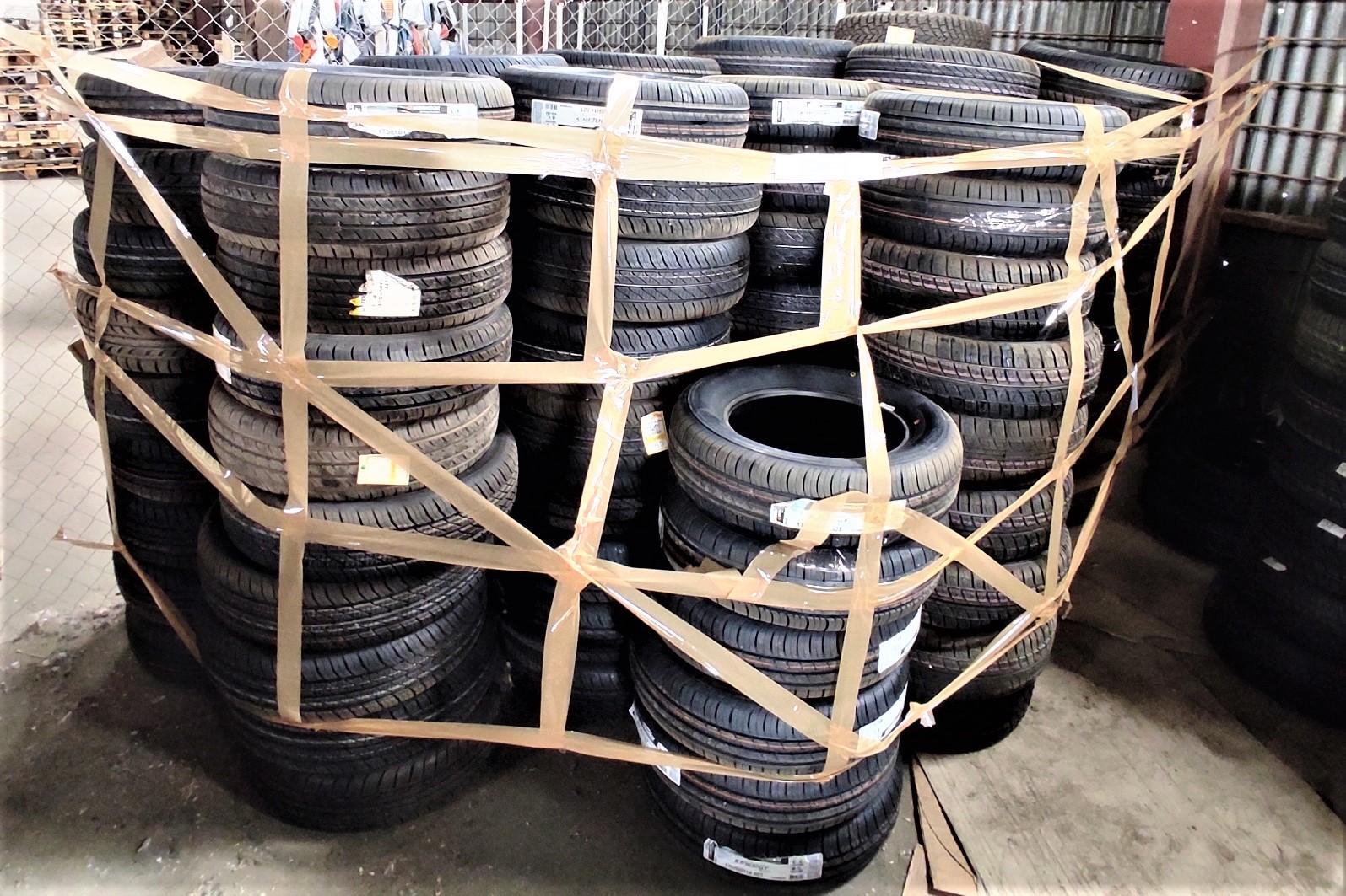 Астраханские таможенники арестовали незаконно реализуемые шины