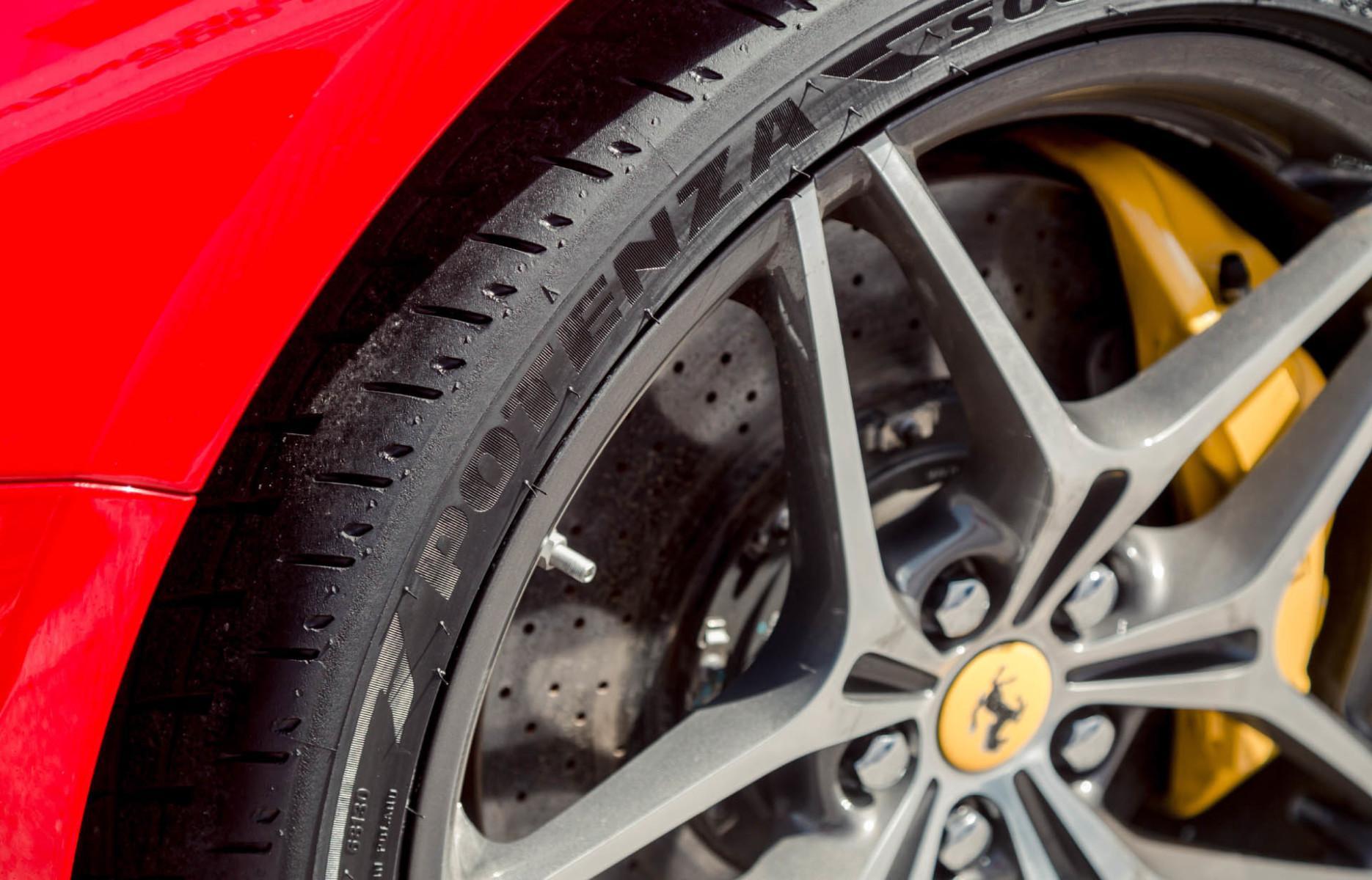 Разница в потенциалах тест-обзор шин Bridgestone Turanza Т005 и Bridgestone Potenza S007а